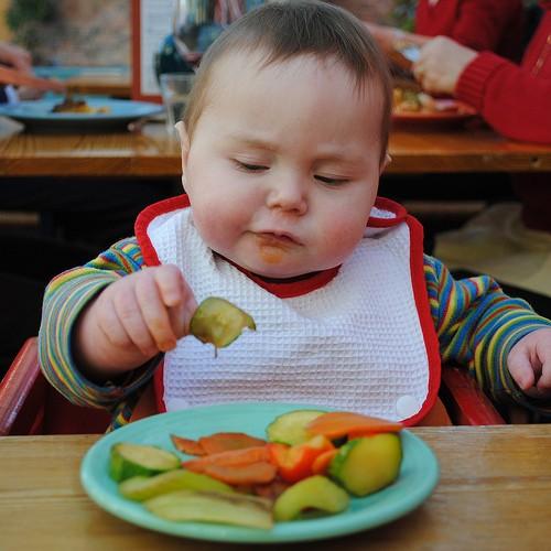 Baby-led weaning o alimentación complementaria a demanda.